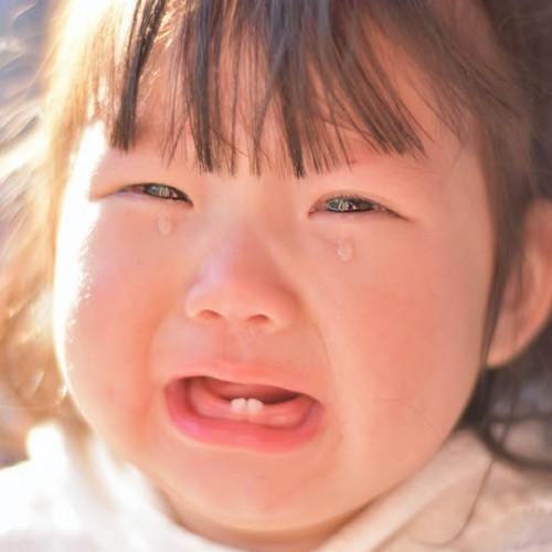 泣きじゃくる女の子