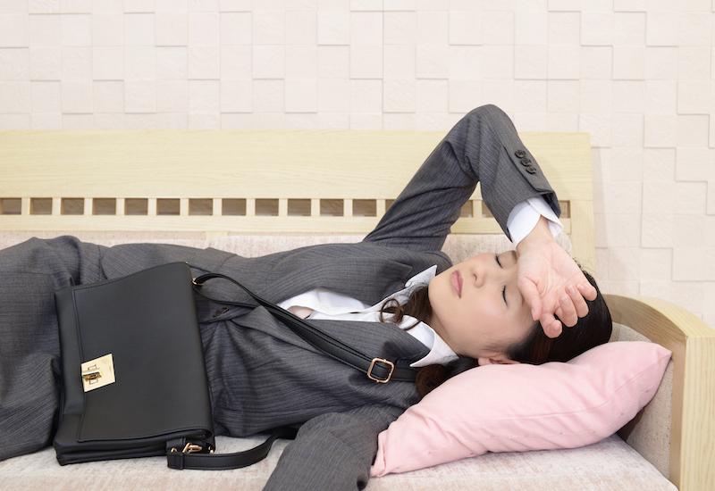 疲労困憊の女性