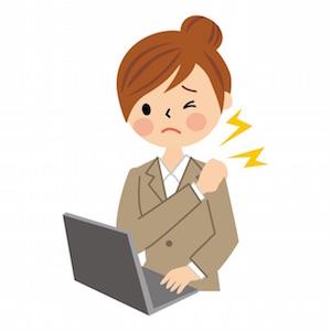 パソコンで肩がこる女性