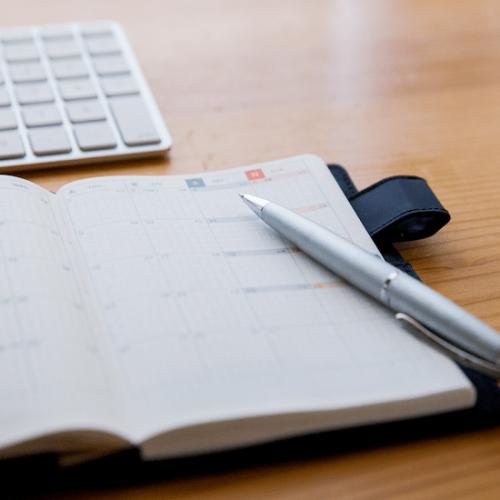 スケジュール手帳とボールペン